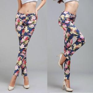 damske-modre-kalhoty-kvetovane
