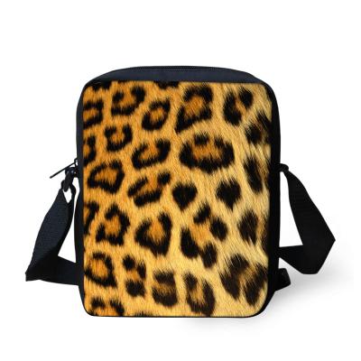 taska-pres-rameno-crossbody-chlupata-leopard
