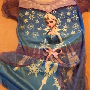 saty-ledove-kralovstvi-frozen-Elsa-1