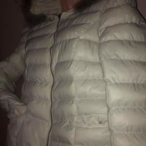 bila-burtikata-zimni-vyteplena-bunda-s-koziskem-kapuci-1