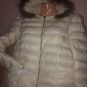 bila-burtikata-zimni-vyteplena-bunda-s-koziskem-kapuci