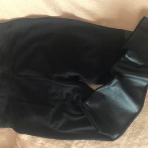 damske-cerne-kozenkove-uzke-skinny-kalhoty-elastaky-stylov1