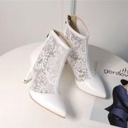 damske-elegantni-stylove-letni-bile-krajkove-boty-s-podpatkem-s-plnou spickou