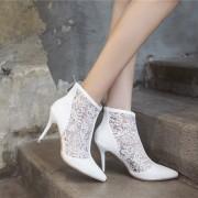damske-elegantni-stylove-letni-bile-krajkove-boty-s-podpatkem-s-plnou spickou-2