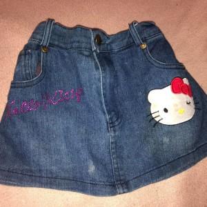 dzinova-sukenka-sukne-detska-s-hello-kitty-aplikace
