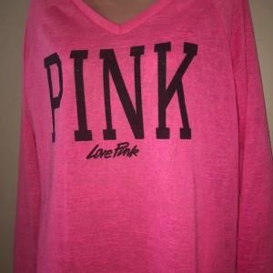 ruzovy-lehky-svetr-pink-moderni-stylovy