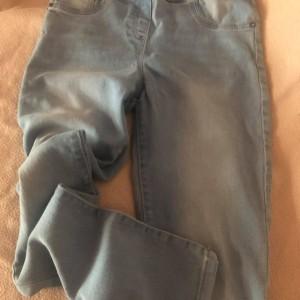 svetle-modre-elasticke-dziny-kalhoty-moderni-uzke-skinny