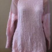 svetle-ruzovy-svetr-rolak-prijemny-slabsi